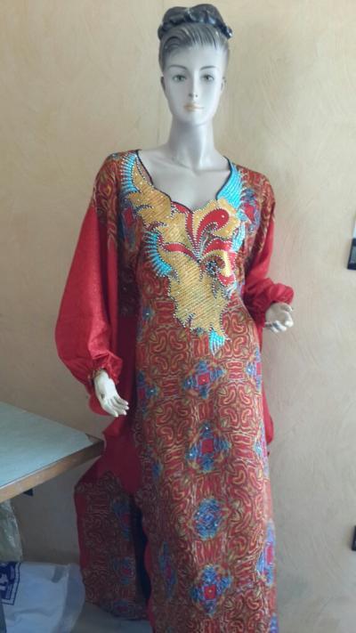 Très belles tuniques en soie perlée et brodée.