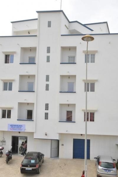 Ventes immobilieres dakar immeuble r4 a vendre for Salon a vendre a dakar