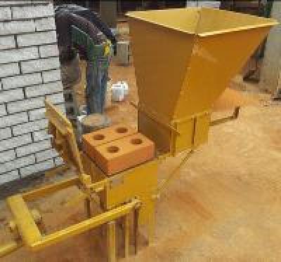 materiel professionnel presse manuelle pour fabriquer des brique de terre dakar petites. Black Bedroom Furniture Sets. Home Design Ideas