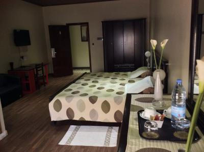 locations dakar location mensuelle chambre d 39 hotel aux almadies petites annonces gratuites. Black Bedroom Furniture Sets. Home Design Ideas