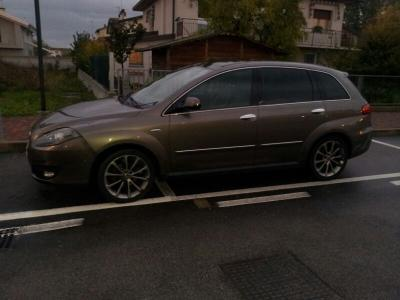 superbe Fiat croma multijet full options